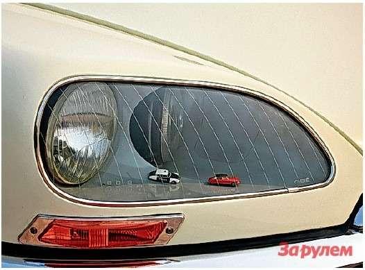 Внутренние фары с1968 года— поворотные. Нуамаленькие «ситроенчики» возле них— особенность именно этого автомобиля.