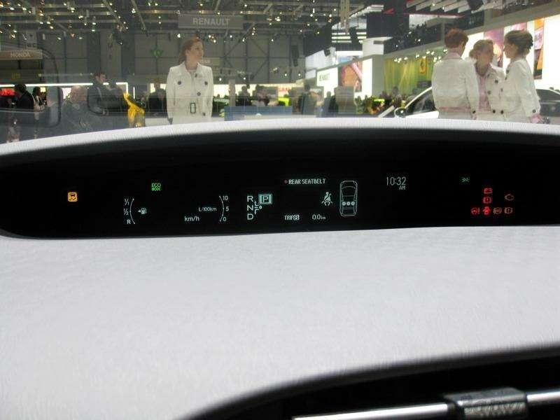 Toyota Prius III: Наголодном пайке— фото 92532