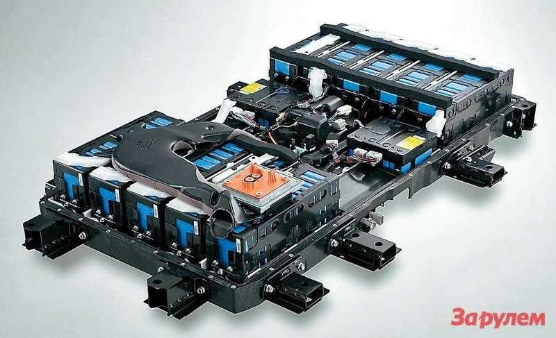 Примерно так внашем электромобиле будут скомпонованы элементы питания вместе суправляющей электроникой. Расчетная масса— около 200кг. Запаса энергии батарей 20кВт•ч должно хватать на150-200км.