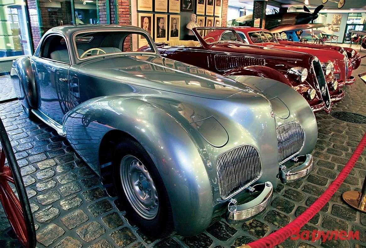 «Альфа Ромео-2500 SS» 1940 года. Такой кузов, как утверждают, сделали один - для гонщика Нино Фарины.