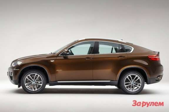 Facelifted BMW X6side view