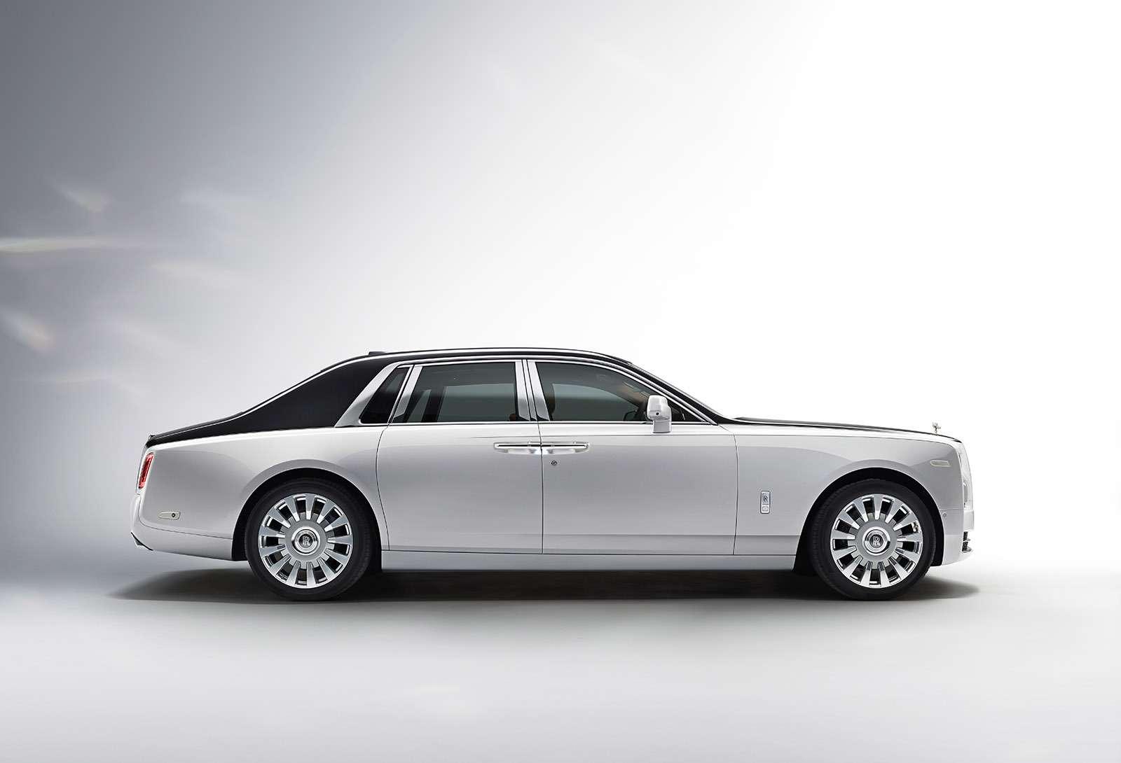 Rolls-Royce Phantom VIII: консервативен снаружи, технологичен внутри— фото 778871