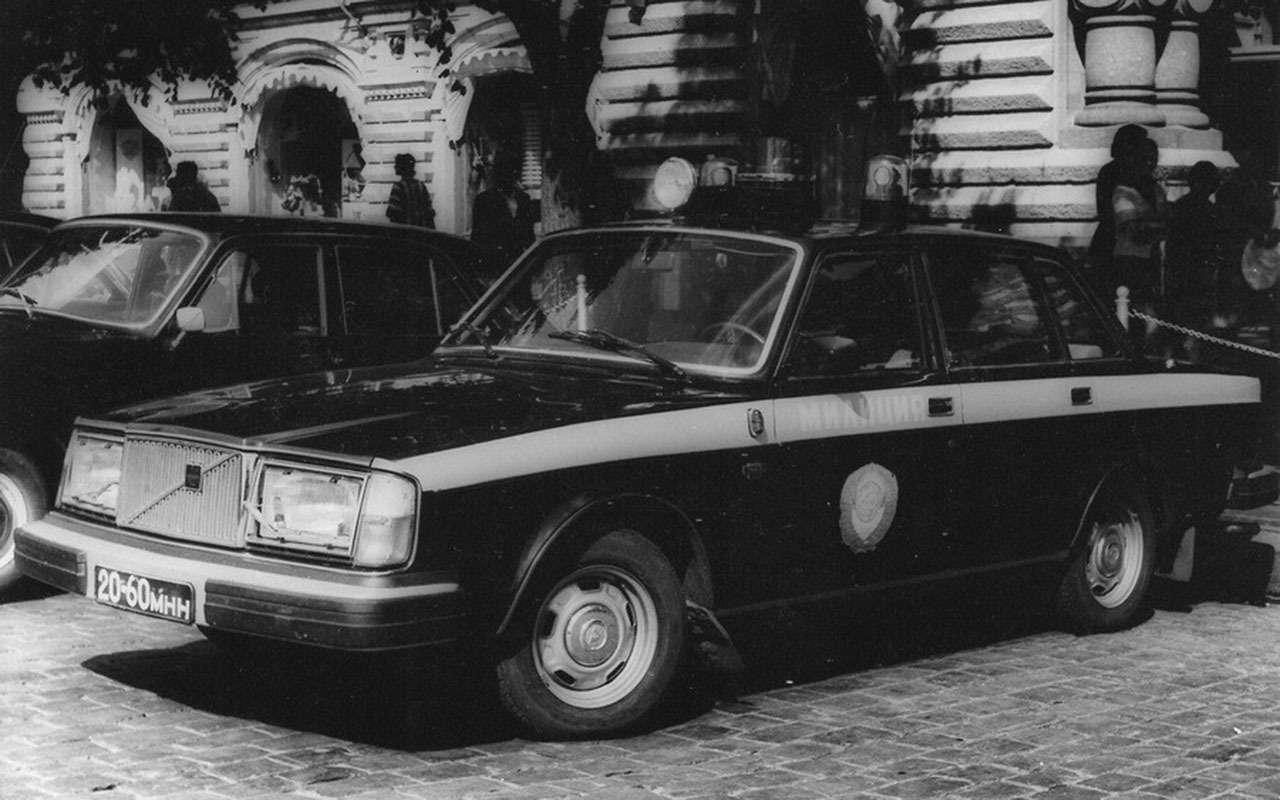 Резервы советской милиции: 11иномарок смигалками игербами— фото 1276730