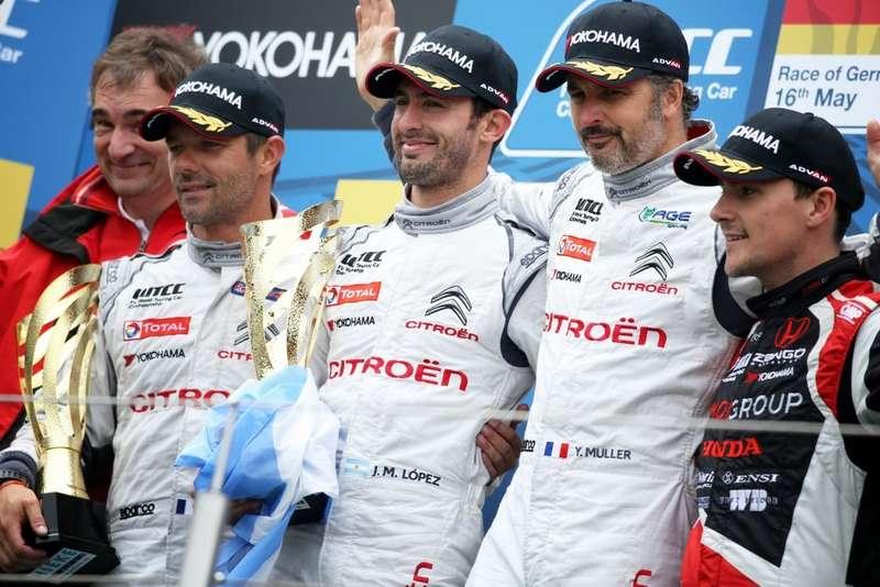 Тройка победителей отCitroen: Хосе-Мария Лопес (посередине)— 1место, Себастьен Лёб (справа)— 2место, Иван Мюллер (справа)— 3место.