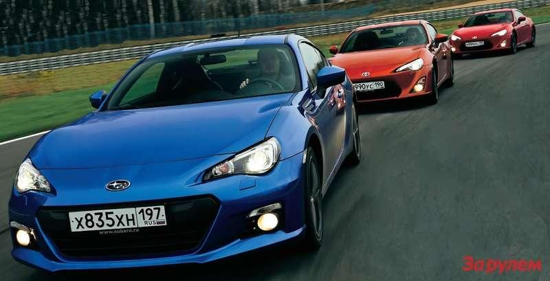 Базовая «Тойота-GT 86» за1353000 рублей на80000 рублей дешевле единственной комплектации «Субару-BRZ». Ноу«Пеляд» поумолчанию более спортивный интерьер.
