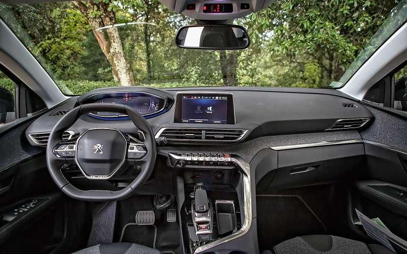 Интерьер Peugeot 3008 2017