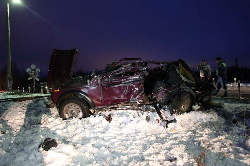 В Архангельске сегодня рано утром произошло ДТП нажелезнодорожном переезде, где столкнулись легковой автомобиль илокомотив.