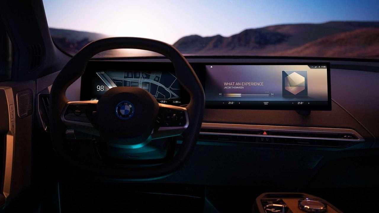 Сплошной огромный экран: BMW показала новую приборную панель— фото 1231356