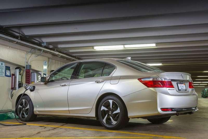Honda Accord PHEV side-rear view_no_copyright