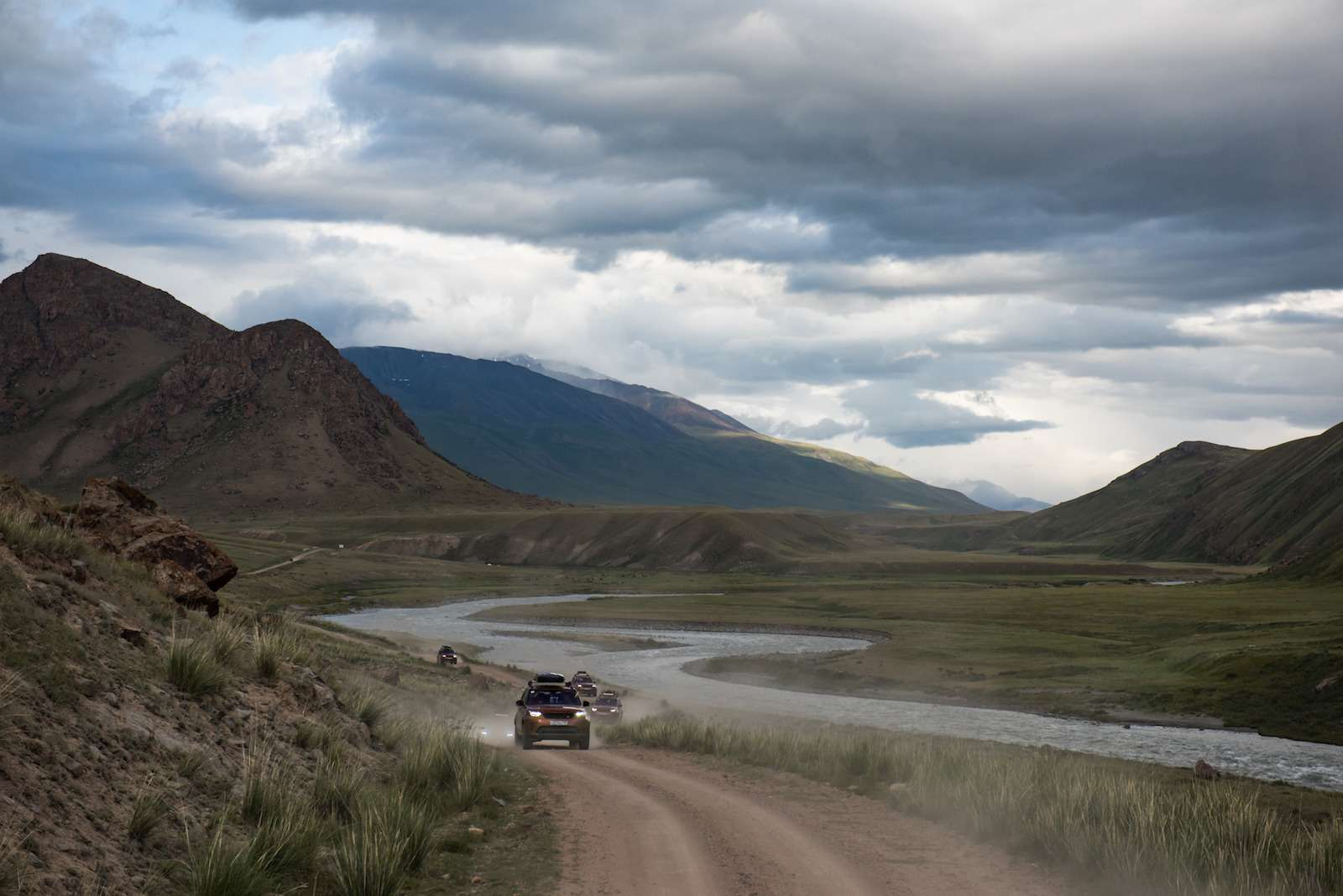 НаLand Rover Discovery встрану гор идвух тысяч озер— фото 902986