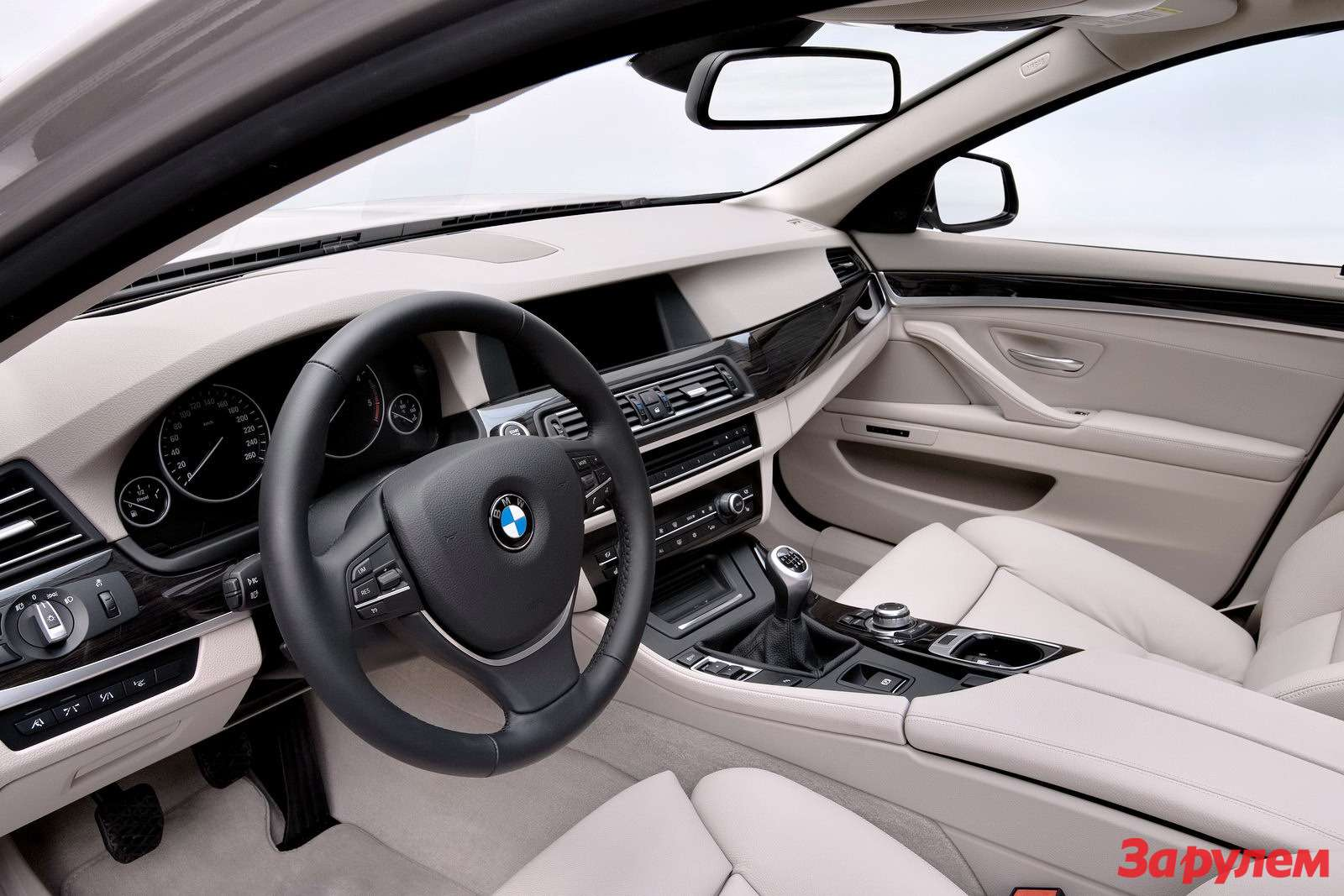 2011-BMW-5-Series-Touring8