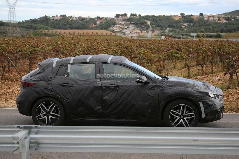 infiniti-qx30-spied-for-the-first-time-will-enter-production-in-2015-photo-gallery_13