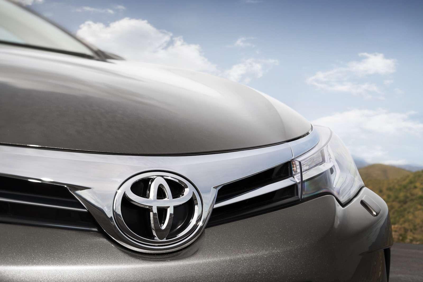 Toyota представила обновленный седан Corolla— фото 599019