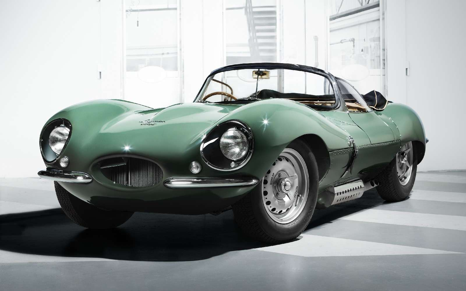 Jaguar вернулся квыпуску карбюраторных автомобилей— фото 665289