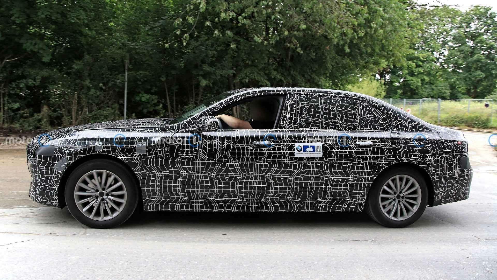 Новая «семерка» BMW получит улучшенные двигатели— фото 1279088