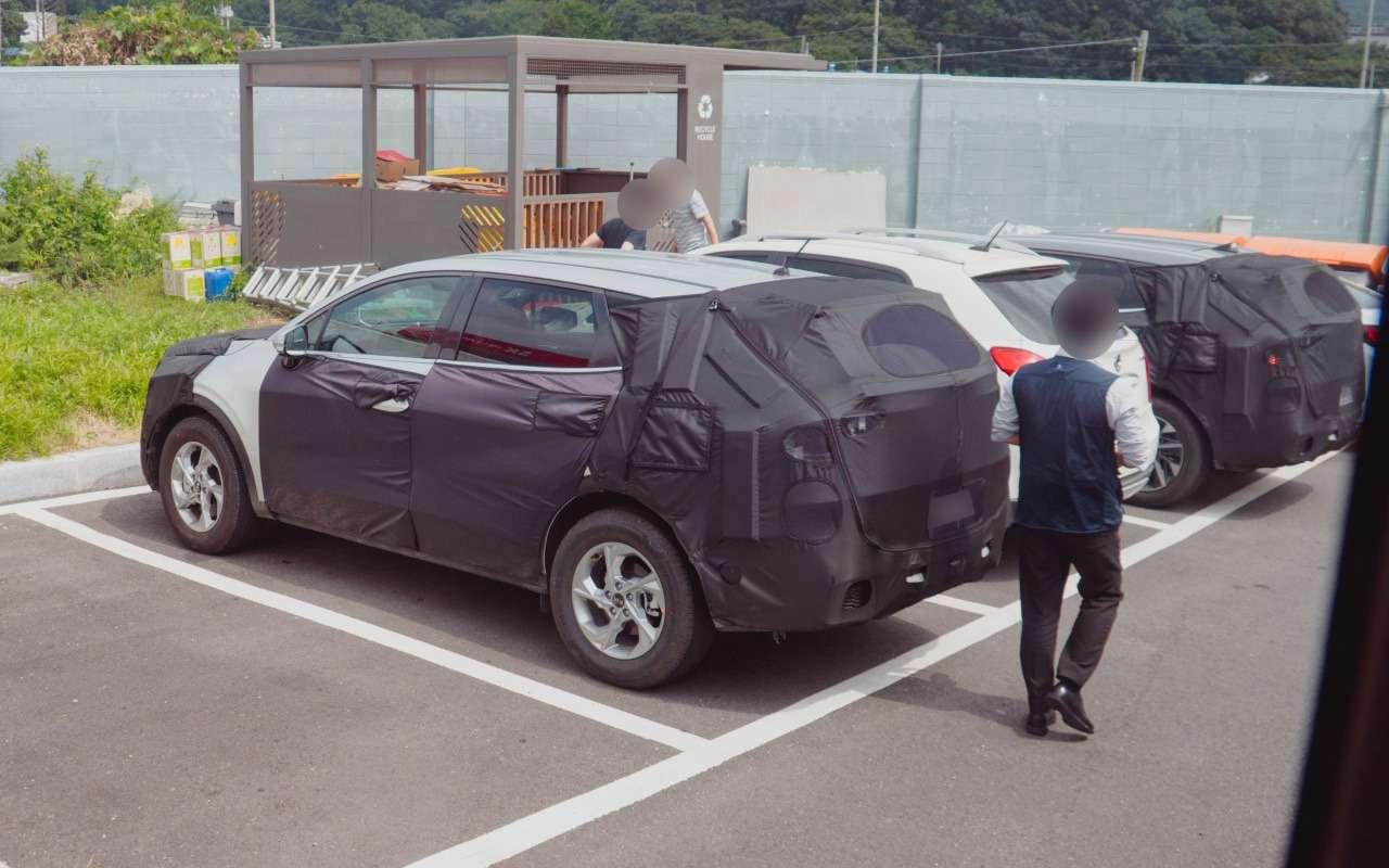 KiaSportage нового поколения поймали напарковке— фото 1161938