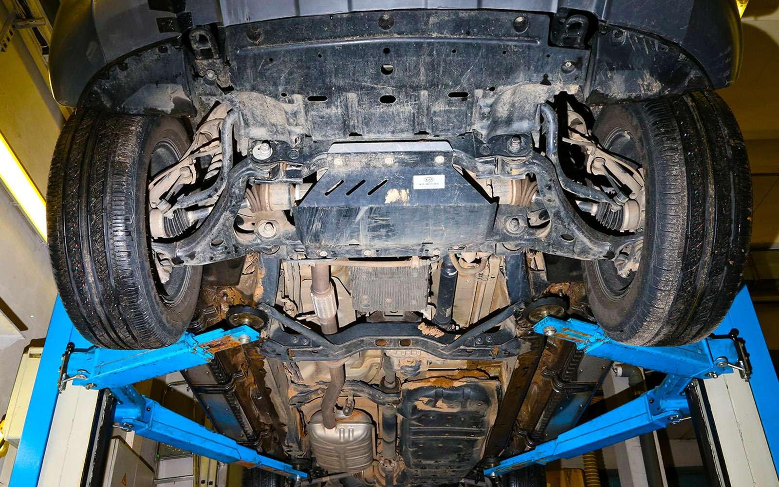 Mitsubishi Pajero Sport иKia Mohave— сравнительный тест настоящих внедорожников— фото 769896
