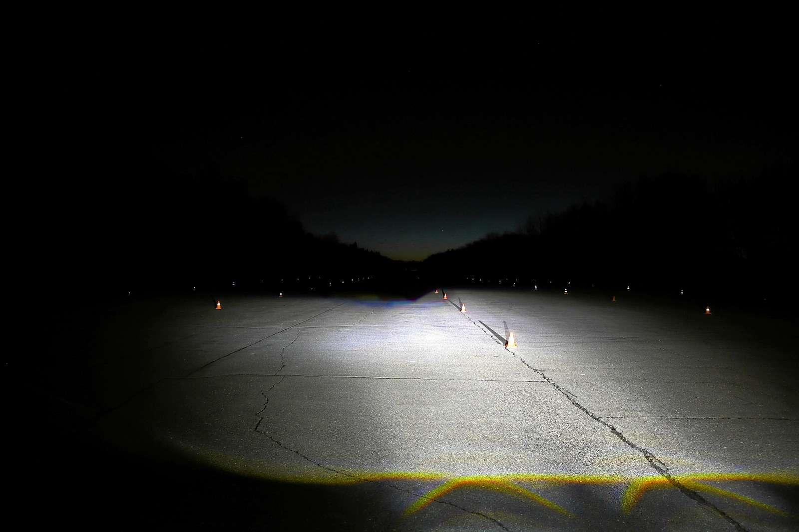 Супертест светодиодных фар: какая из10машин заглянет дальше?— фото 601237