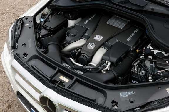 Mercedes-Benz GL63AMG engine compartment