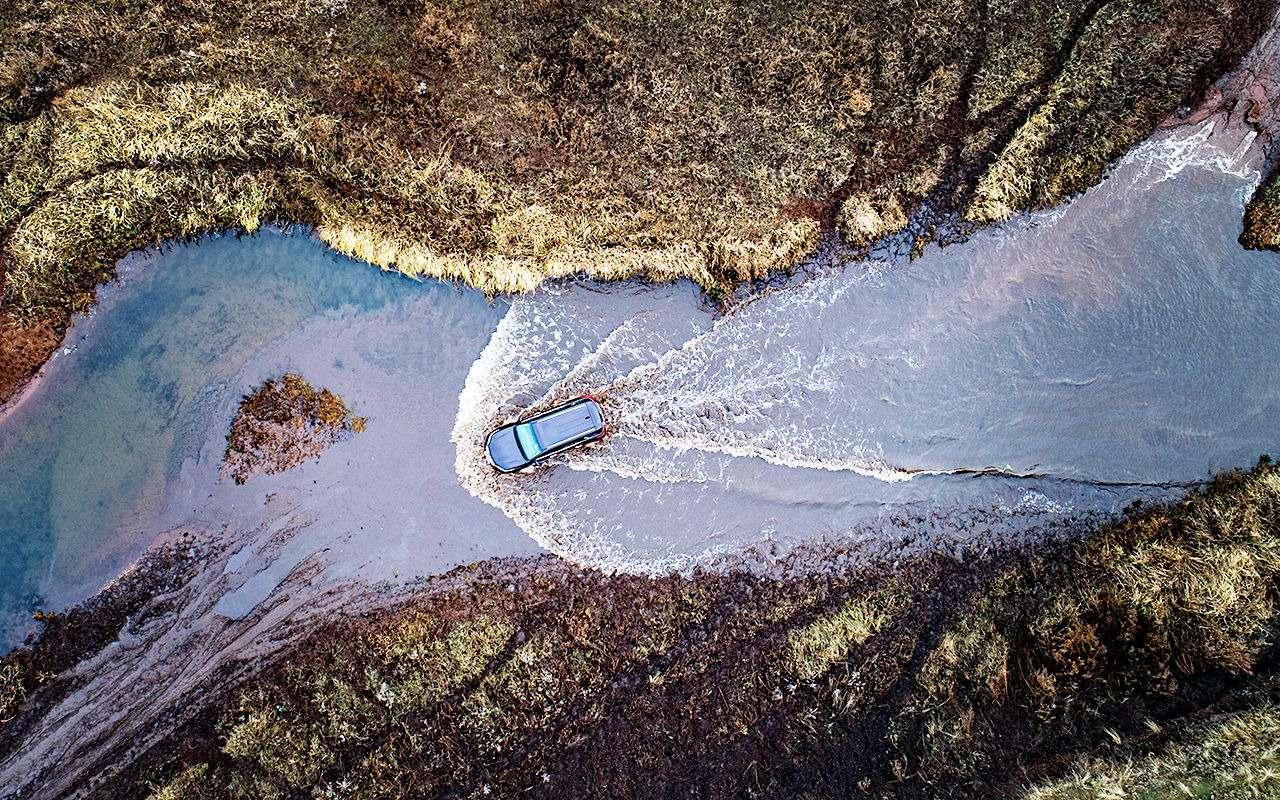 Toyota Fortuner: первый тест-драйв— фото 820544