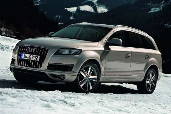 Audi Q7side-front view