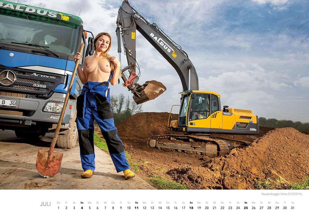 Календарь-2021: юные красотки итяжелая техника— фото 1206296