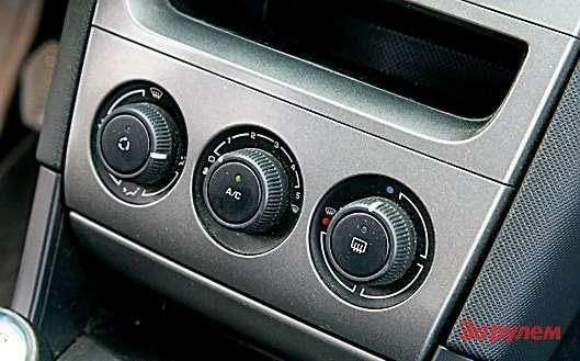 2008  Одно изнаиболее важных отличий— двухзонный климатик вместо обычного кондиционера.