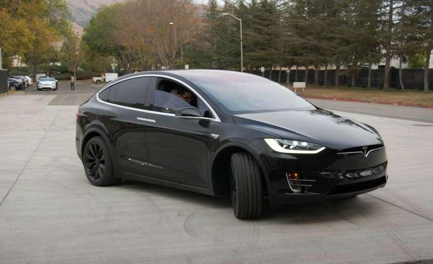 2016-Tesla-Model-X-116-876x535