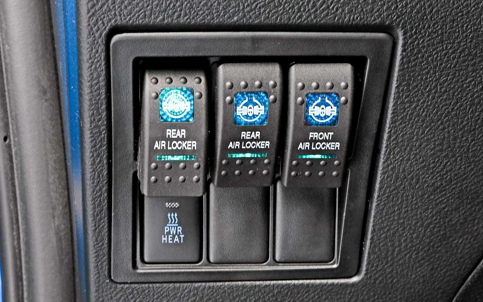 Пикапы Toyota Hilux Arctic Trucks: 4х4или 6х6?— фото 745677