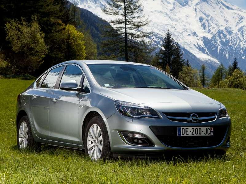 Opel_Astra_Sedan_2012