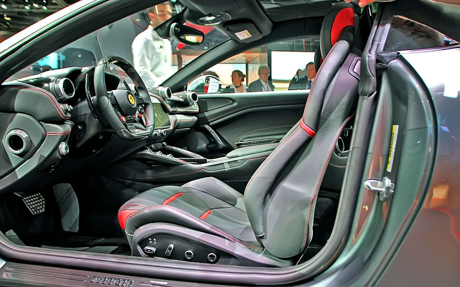 Махнул не глядя: Ferrari GTC4Lusso Tпоменял полный привод натурбонаддув— фото 641812