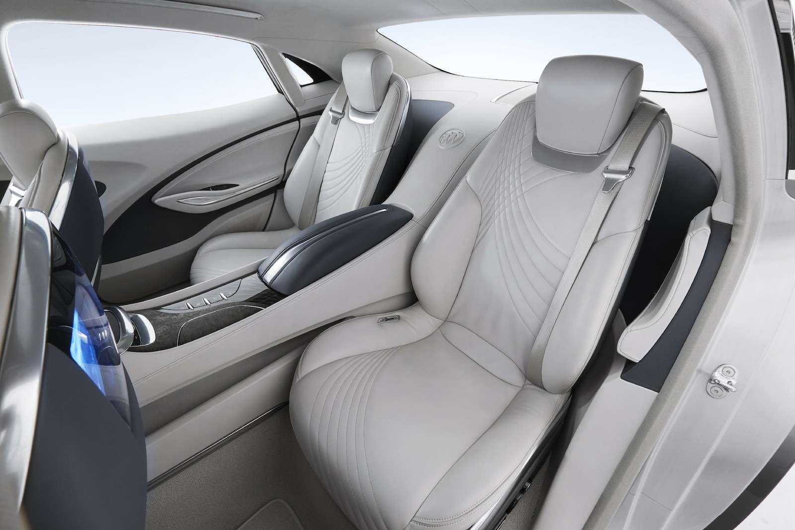 2015-Buick-Avenir-Concept-018