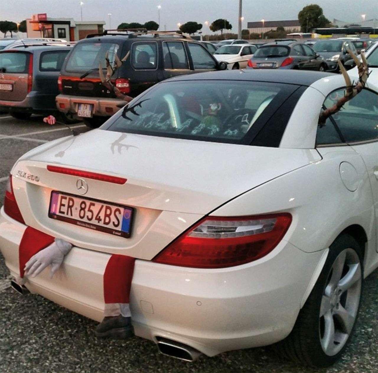 Самые безумные украшения дляавтомобилей наНовый год— фото 826670