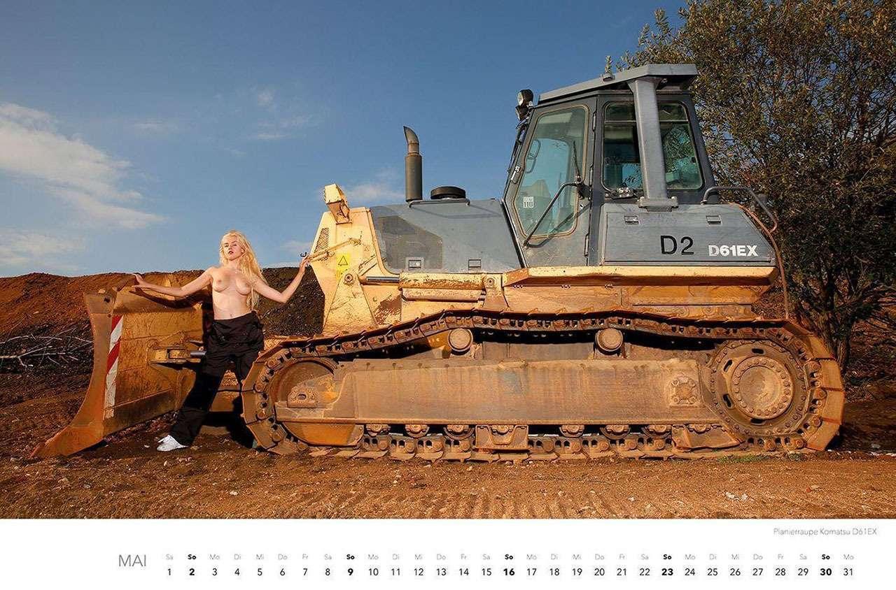 Календарь-2021: юные красотки итяжелая техника— фото 1206292