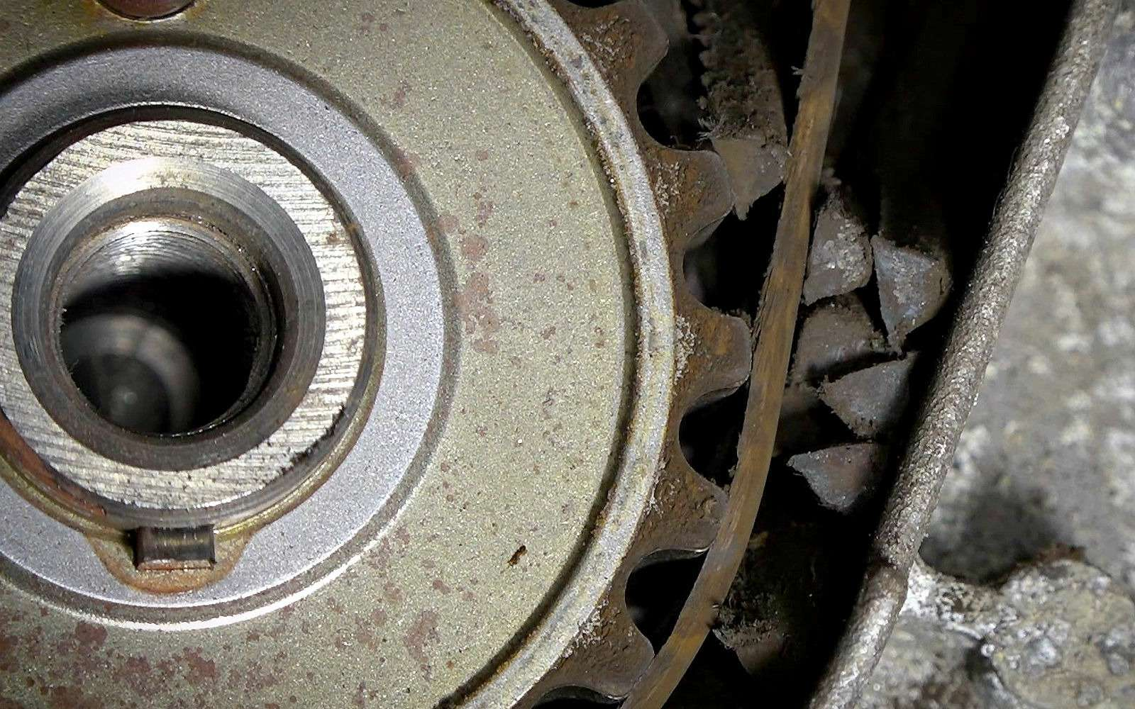 Вазовский мотор сдох наполном ходу— ЗРнашел причину— фото 958600