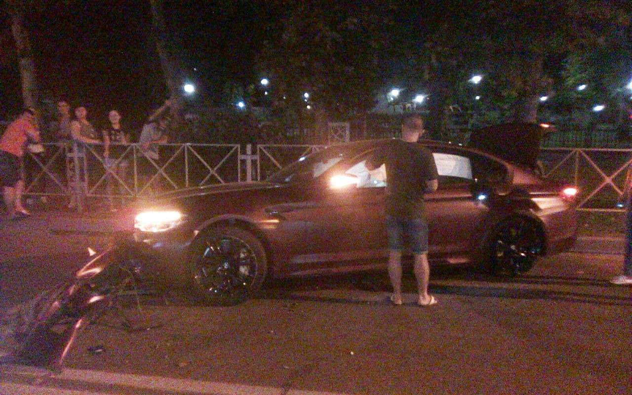 Нападающий Федор Смолов разбил BMW за9миллионов рублей— фото 892021
