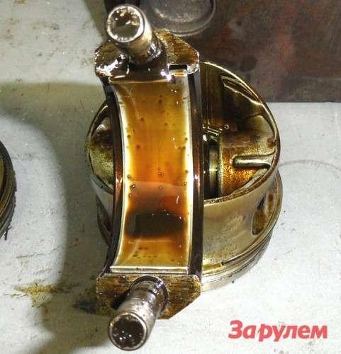 Масло, которое испортили порошком катализатора, через 40часов работы даже стекать состенок деталей не захотело.