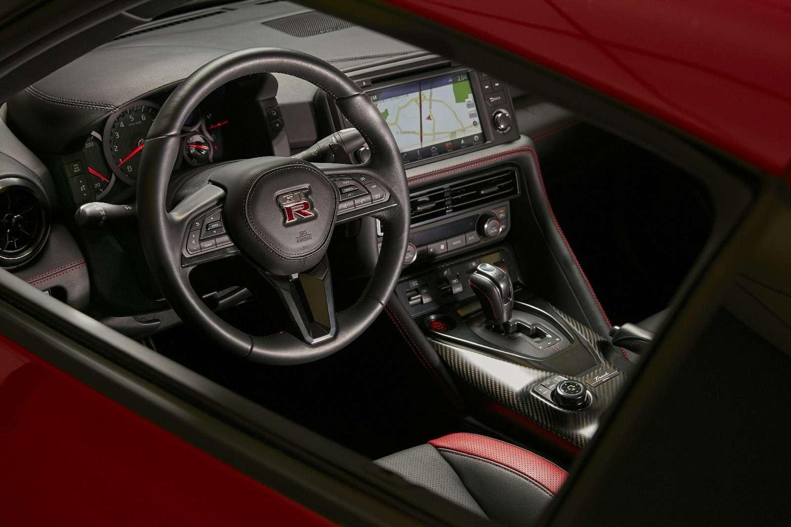Нежалея клея: представлен Nissan GT-R Track Edition— фото 728622