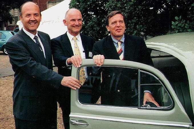 Хосе Лопес, Фердинанд Пьех иканцлер Герхард Шрёдер довольны: Volkswagen заполучил лучшую вмире систему снижения производственных издержек