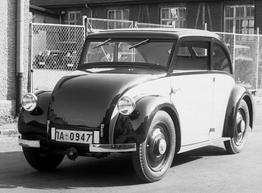 Один изэкспериментальных проектов Mercedes-Benz (W25D) конструкторов Ганса Нибеля иМакса Вагнера оснащался миниатюрным трехцилиндровым дизелем взаднем свесе