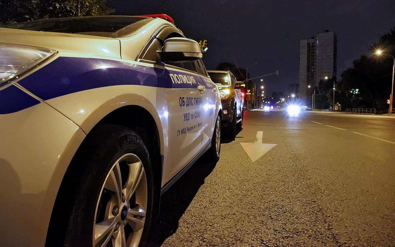 Инспектор ДПС неимеет права останавливать автомобиль там, где это запрещают ПДД