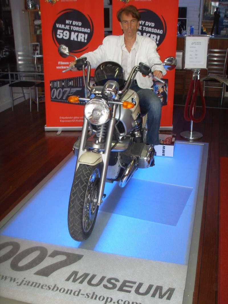 мотоцикл Джеймса Бонда