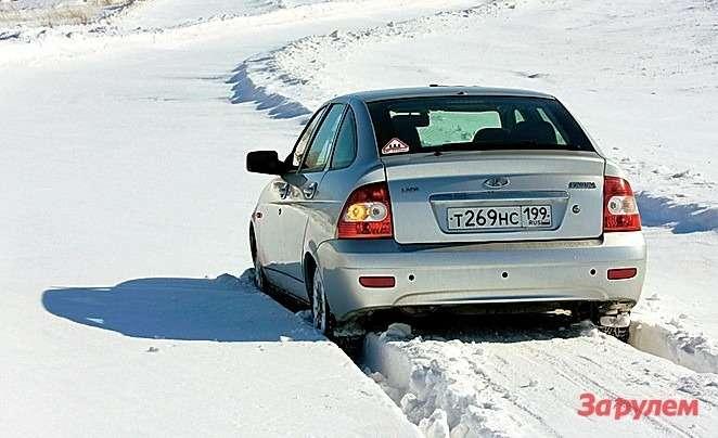 Дляоценки проходимости каждый комплект шин работает нановом участке снежной целины.