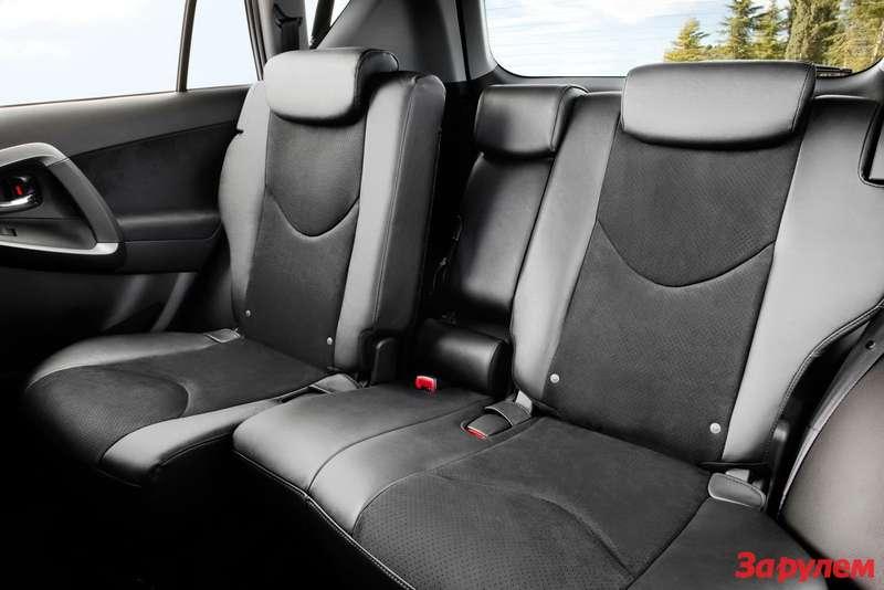 2010-Toyota-RAV-48
