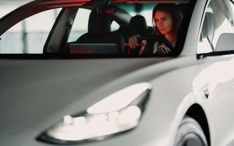 Ктоприсваивает автомобилям статус «премиум»?