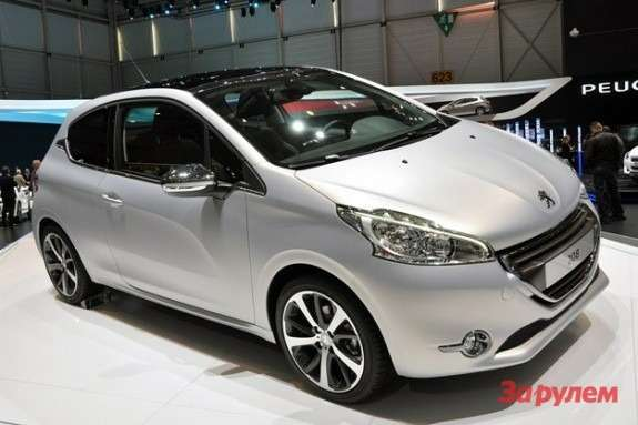 Peugeot 208 side-front view 2