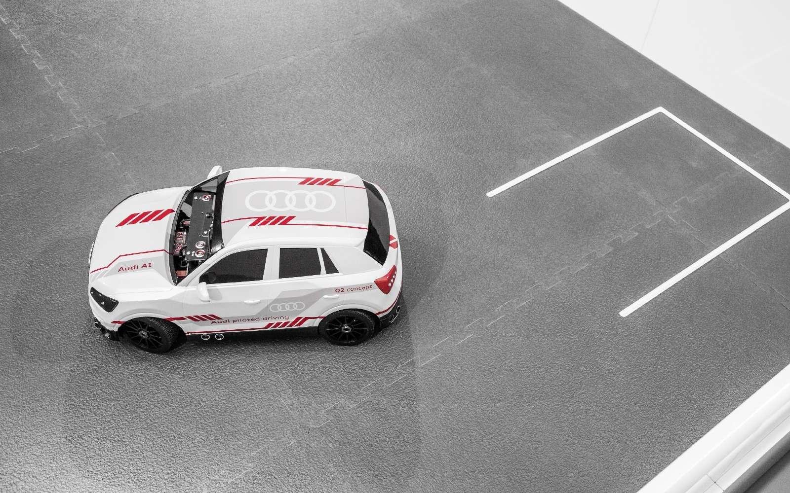Игры искусственного разума: Audi воспитывает вманеже маленького робота— фото 674040