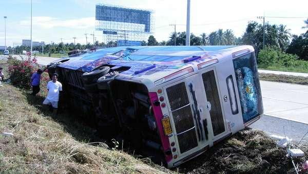Автобус сроссийскими туристами попал вДТП вТаиланде