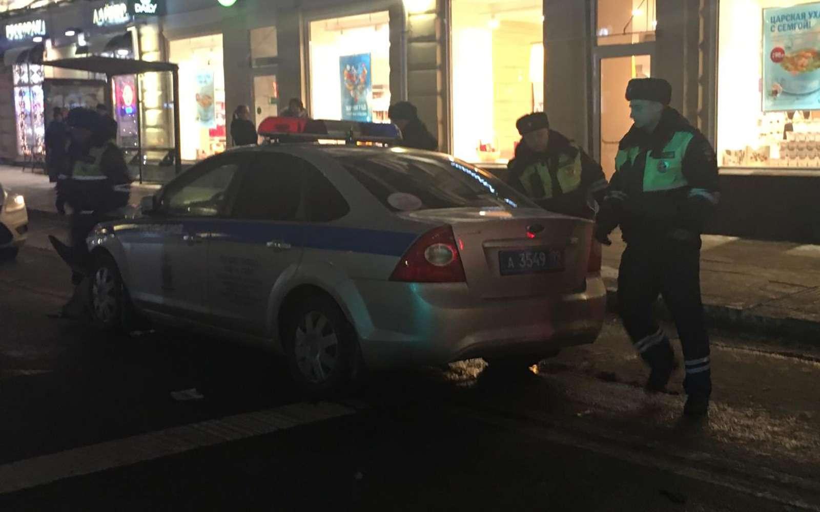 Автомобиль ДПС протаранил Lexus ипревратил седан вхэтчбек— фото 945331