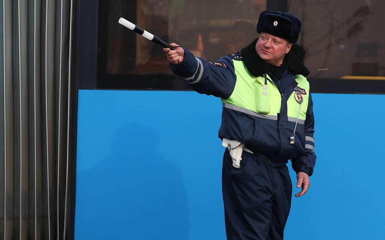 Какотличить настоящего инспектора ГИБДД отненастоящего?— фото 1028571